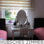 HÜBSCHES ZIMMER